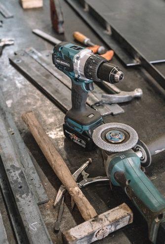Kodėl verta rinktis akumuliatorinius įrankius?